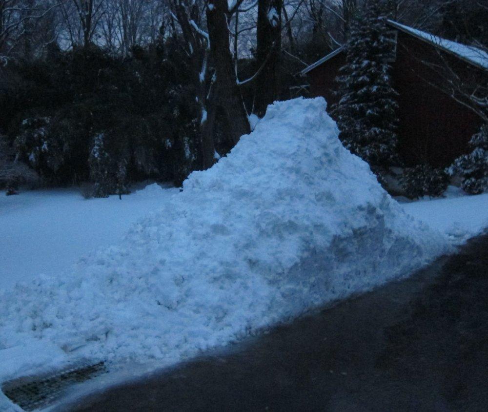 Snowpile_2-20-19_6pm.thumb.jpg.ffc713357451d9335b3103734f568e98.jpg