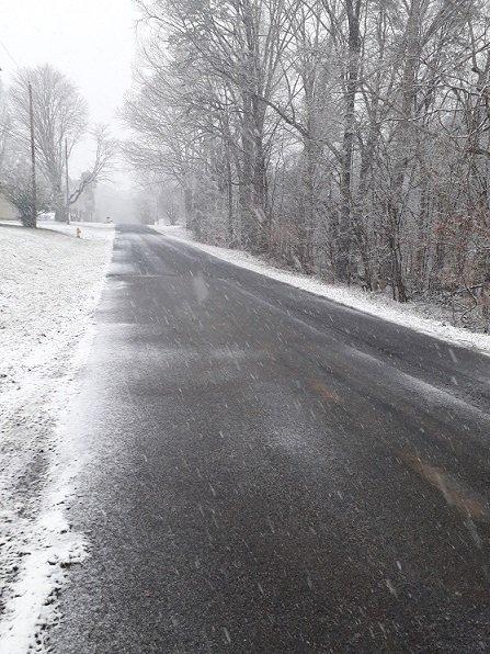 snowroad.jpg.bec61df13a00291dd4ae1df91d38d83e.jpg