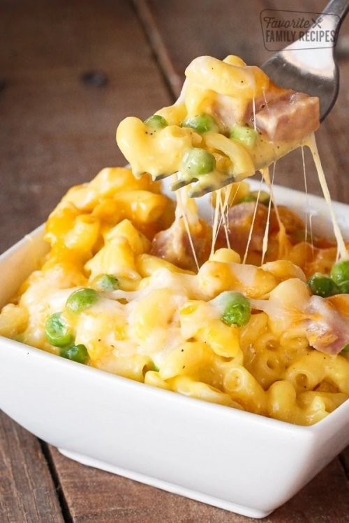 Baked-Macaroni-and-Cheese-with-Ham-and-Peas.jpg